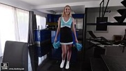 Tall cheerleader Chloe Scott does footjob
