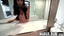 Ebony Teen (Jenna Foxx) films her vacation sex on her selfie stick - Mofos