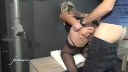 Blonde sodomisée avec éjac interne