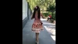bilili,网红双马尾小女孩街上裸露舞蹈